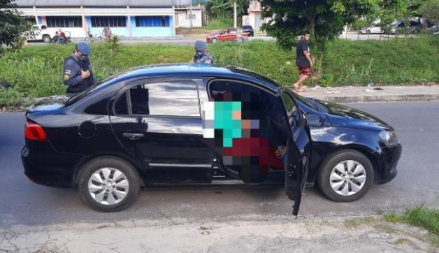 Vídeo: casal é executado dentro de carro na Cachoeirinha